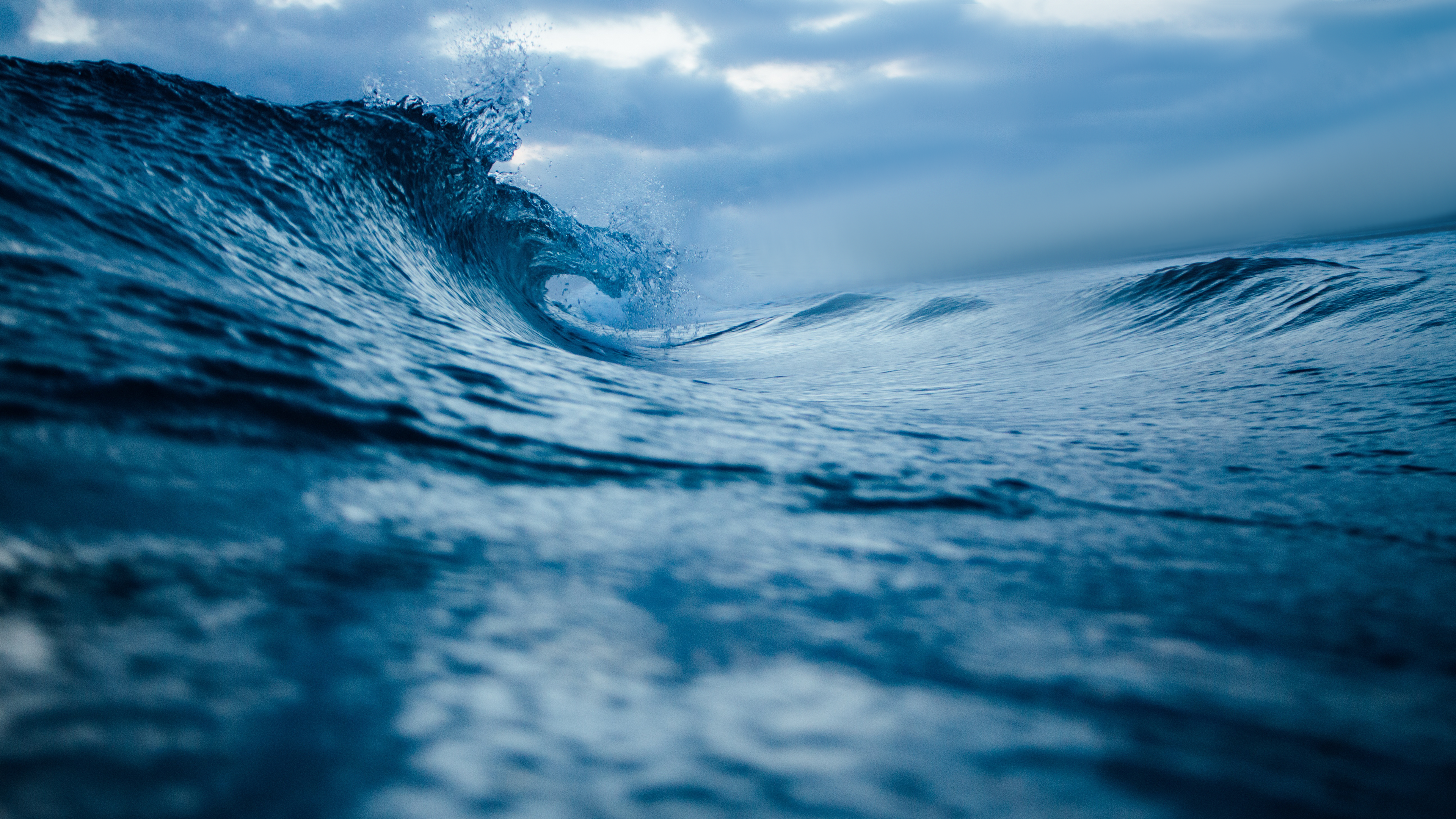Blue Ocean Waves 4K Wallpaper Download